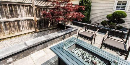 09 - Petite Courtyard Backyard